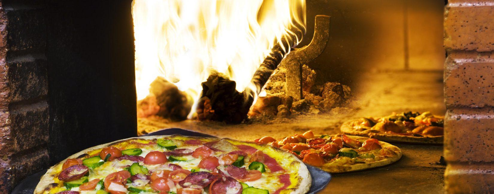 Pizza frisch aus den Holzofen ...
